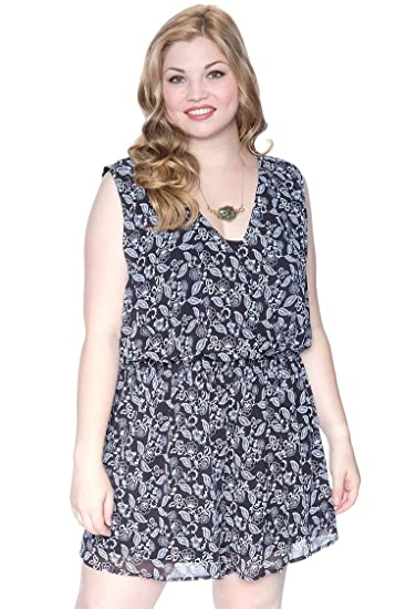 86e45749ed9 Amazon.com  Plus Size Paisley Floral Romper Black White 1X  Clothing