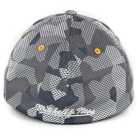 7ca327c331233 Amazon.com   Golden State Warriors Mitchell   Ness Carbon Camo Flex Fit  L XL   Sports   Outdoors