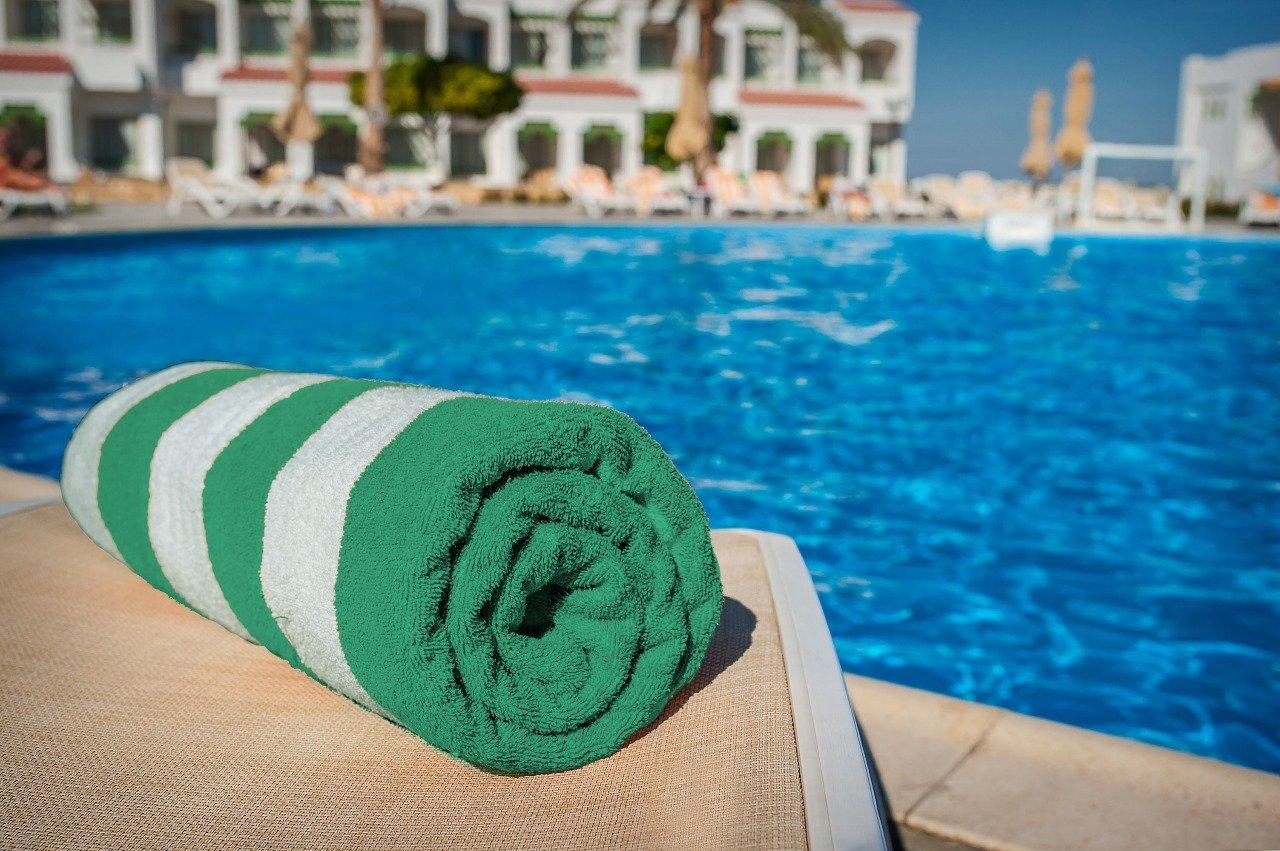 Sunshine Comfortsâ ® resistente al cloro piscina/spiaggia asciugamano (blu e bianco a righe) 1, 2, 3, & Packs (confezione da 2, blu e bianco Stripes) Sunshine Comforts®