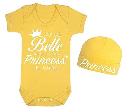 Step aside Belle - Conjunto de chaleco y gorro para bebé con diseño de princesa en la ciudad (3-6 meses)