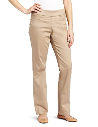 f984ea83e2f Lee Women s Natural-Fit Pull-On Barely Bootcut Pant at Amazon ...