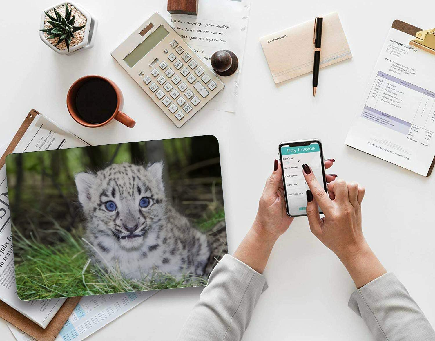 MacBook Pro Shell Case Snow Leopard Stalking in Fresh Snow Plastic Hard Shell Compatible Mac MacBook Air Protective Case Protection Accessories for MacBook with Mouse Pad