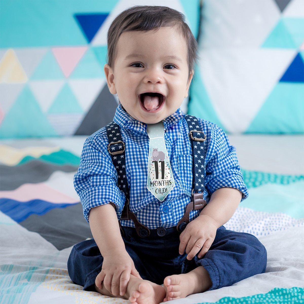 Amazon.com: 38 bebé Milestone corbata Onesie Pegatinas – El ...