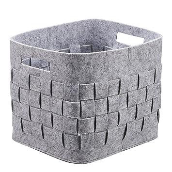 Caja de almacenamiento de fieltro tejida hecha a mano con fieltro gris. Organizador de cesta