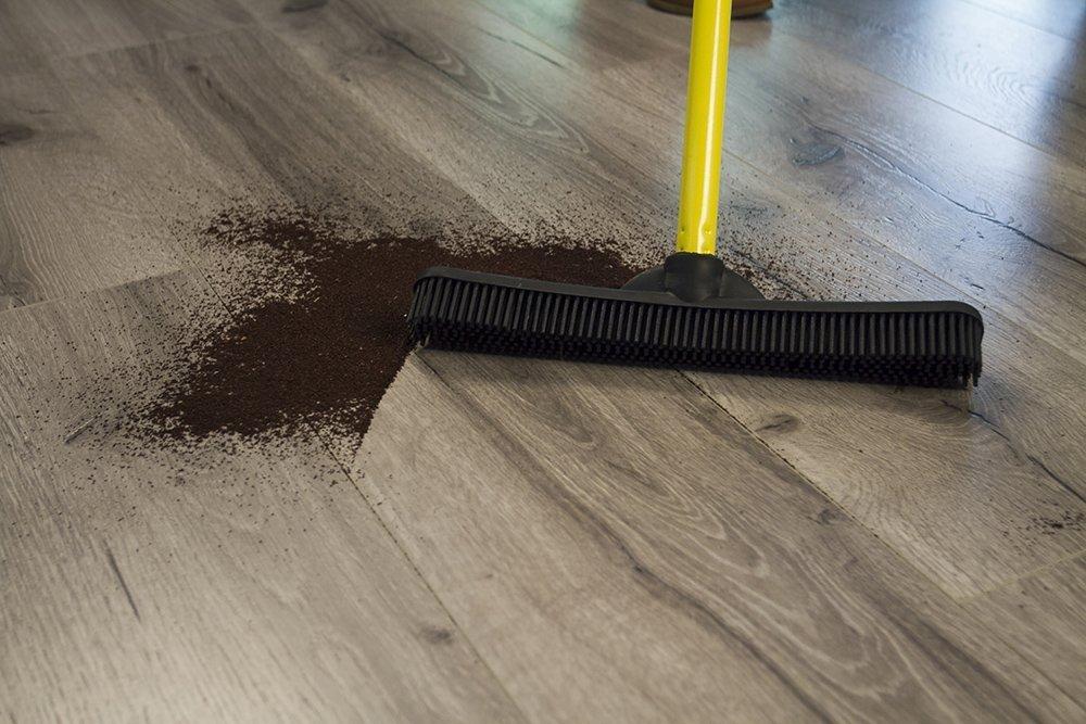 w// 52 Handle Large Dutch Rubber Broom