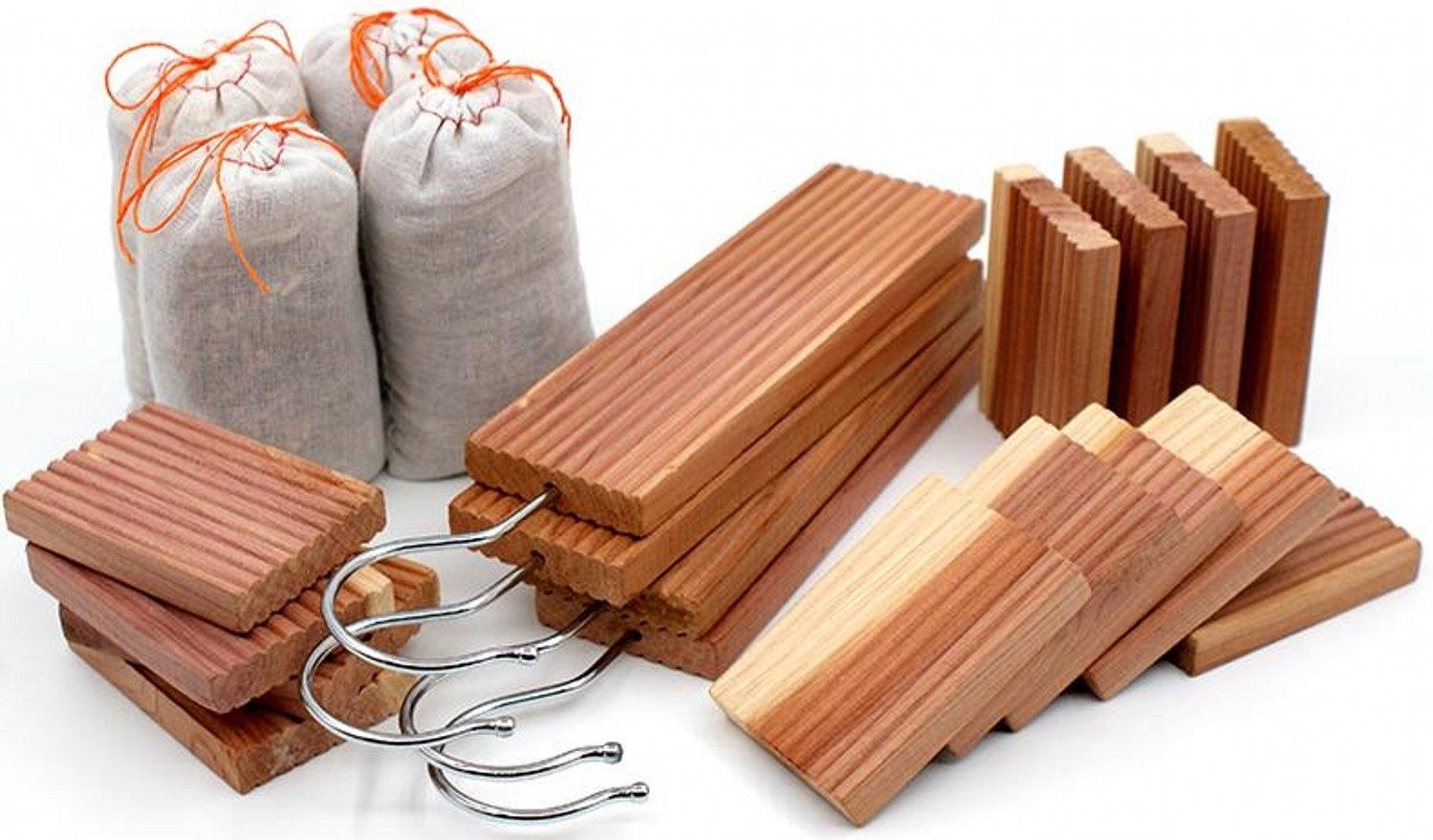 Venxic Moth Repellent Aromatic Cedar Wood Chips Hangups and Cedar Sachets Moths Protection for Clothing Closets Drawers