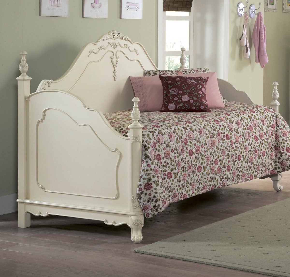 White metal daybed with floral finials - Amazon Com Homelegance Cinderella Wood Daybed In Ecru Finish Kitchen Dining