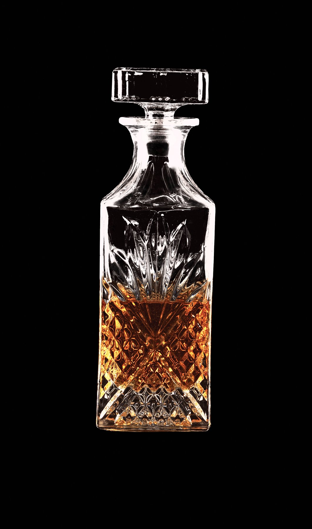Circleware Empire Elegant Liquor Whiskey Glass Decanter with Square Stopper, 768ml, Kitchen Drinking Glassware Carafe Pitcher for Water, Wine, Liquor Beverage, Beer and Best Bar Barrel Dining Décor