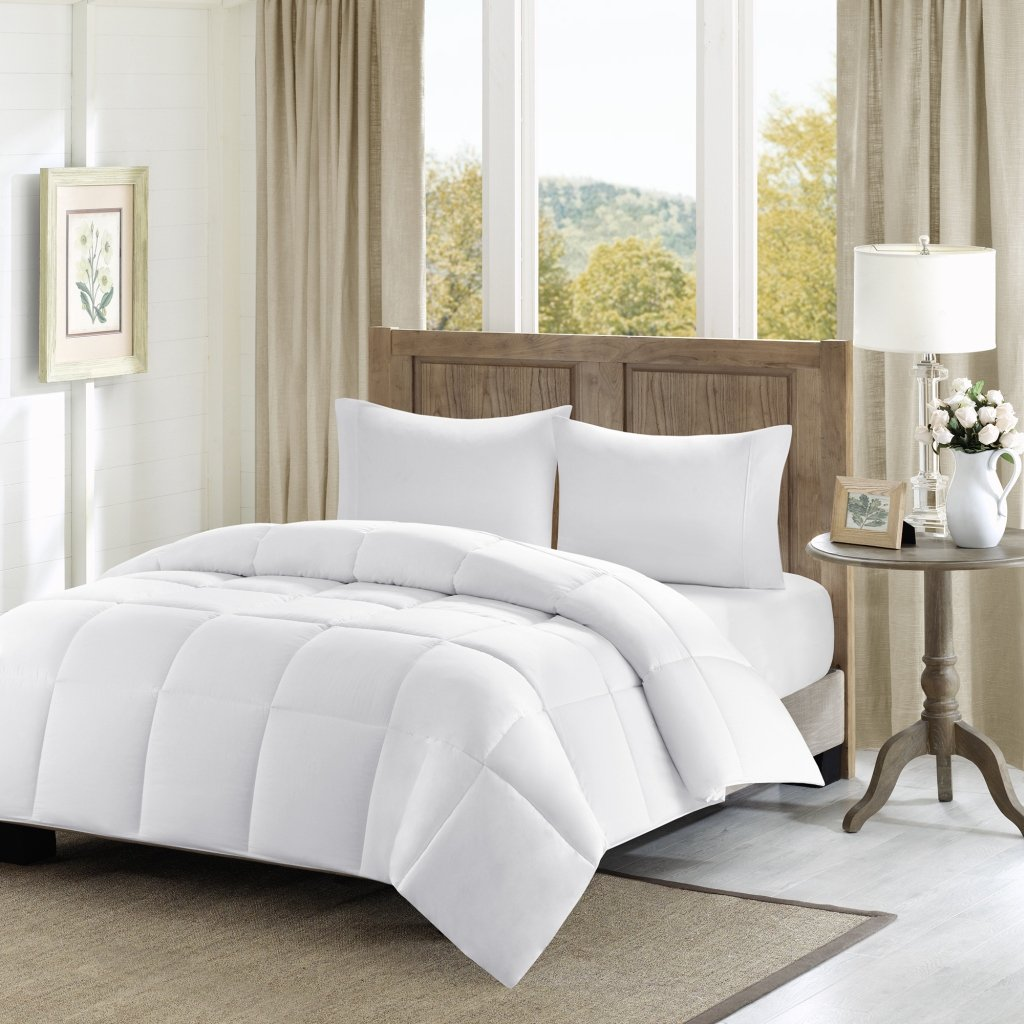 Madison Park Winfield 300 Thread Count Luxury Down Alternative Comforter, Full/Queen, White