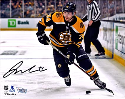 Fanatics Authentic Certified Torey Krug Boston Bruins Autographed 8 x 10 2019 Winter Classic Photograph