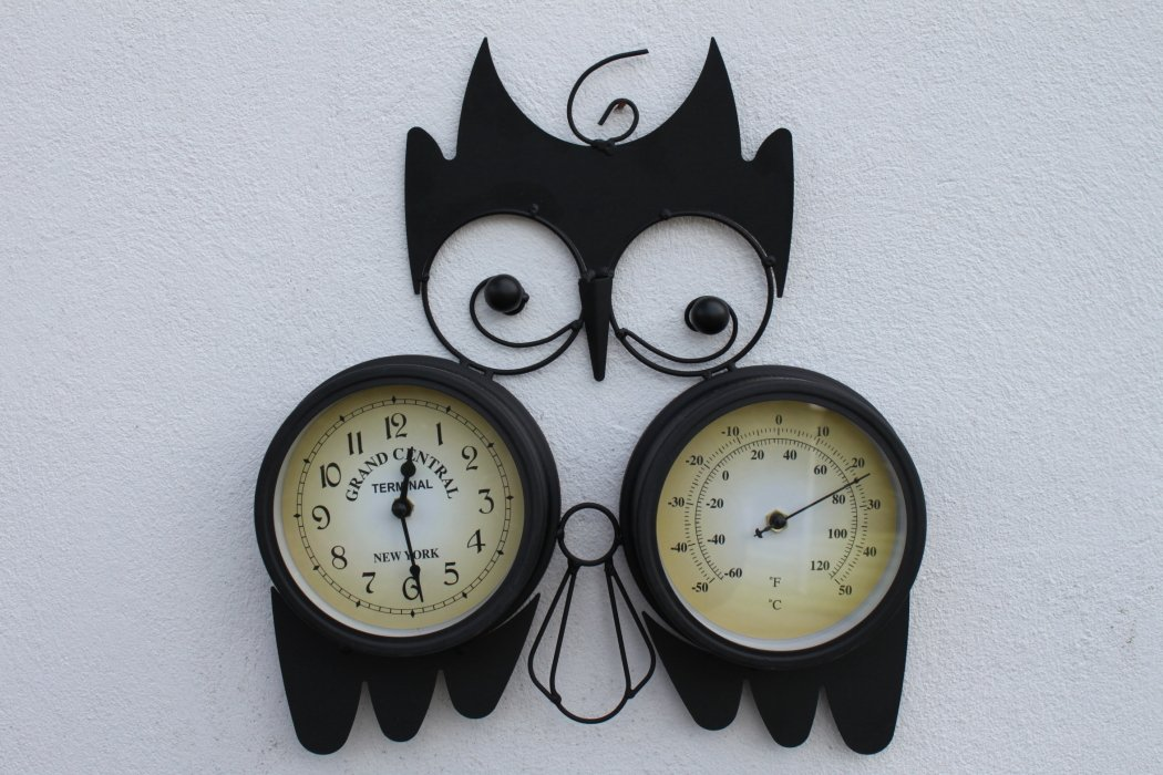Owl Design Decorative Garden Clock With Thermometer for Outdoor or Indoor Use COMPLETE WITH BATTERY