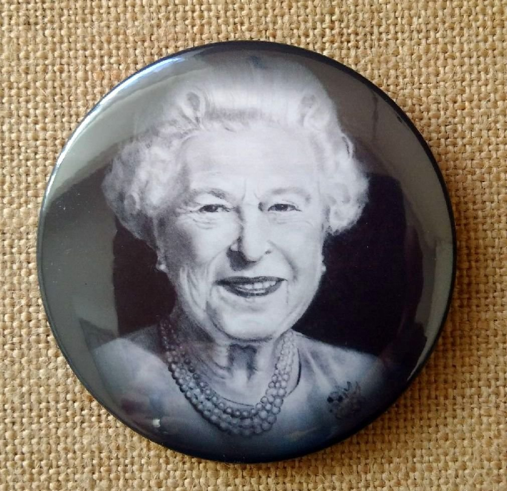 Fridge Magnet: 3.5', Queen Elizabeth, From Original Pencil Drawing, Portrait, British Monarch, Commonwealth