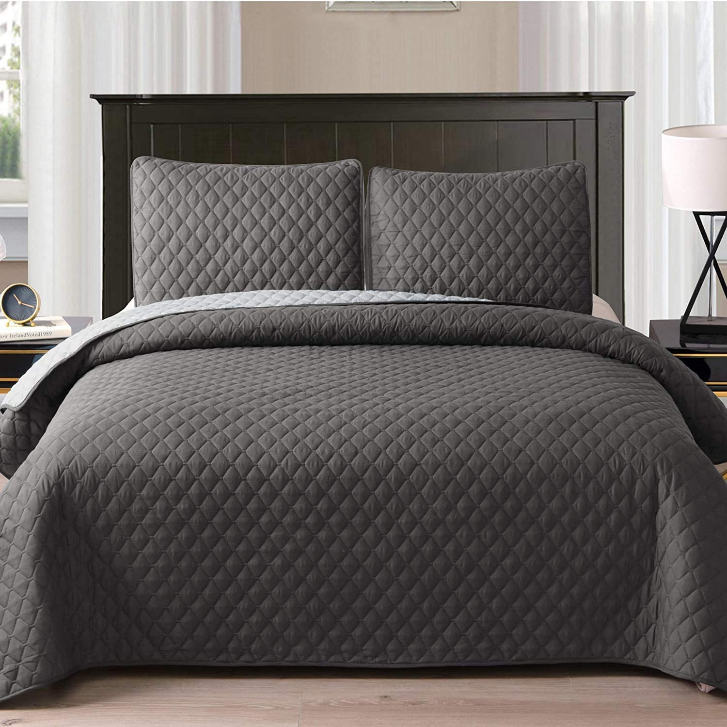 """Exclusivo Mezcla Ultrasonic Reversible 3-Piece King Size Quilt Set with Pillow Shams, Lightweight Bedspread/Coverlet/Bed Cover - (Grey, 92""""x104"""")"""