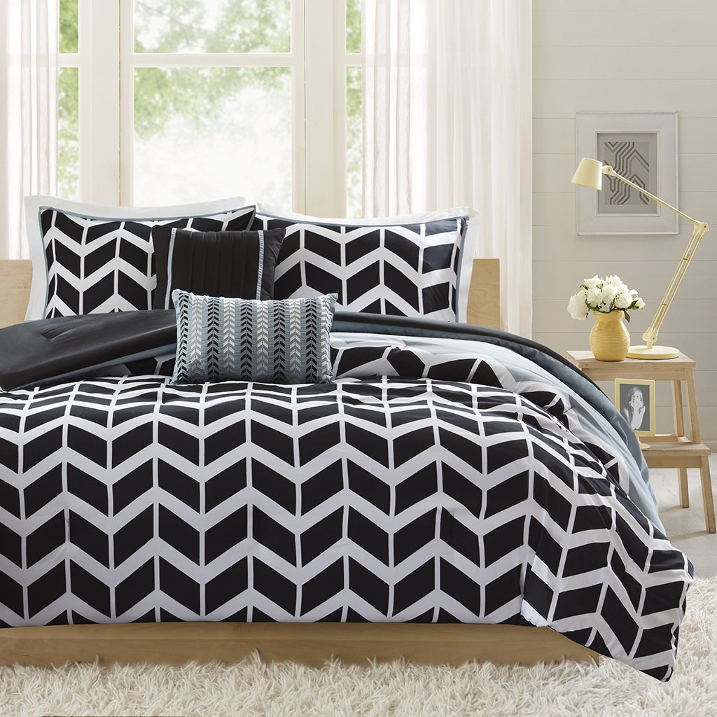 Intelligent Design -Nadia -All Seasons Comforter Set -4 Piece - Black - Geometric Pattern