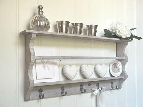 Scaffale di legno in stile provenzale con ganci perfetto per i