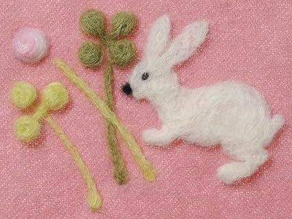 A estrenar con agujas de fieltro molde de trébol y conejo