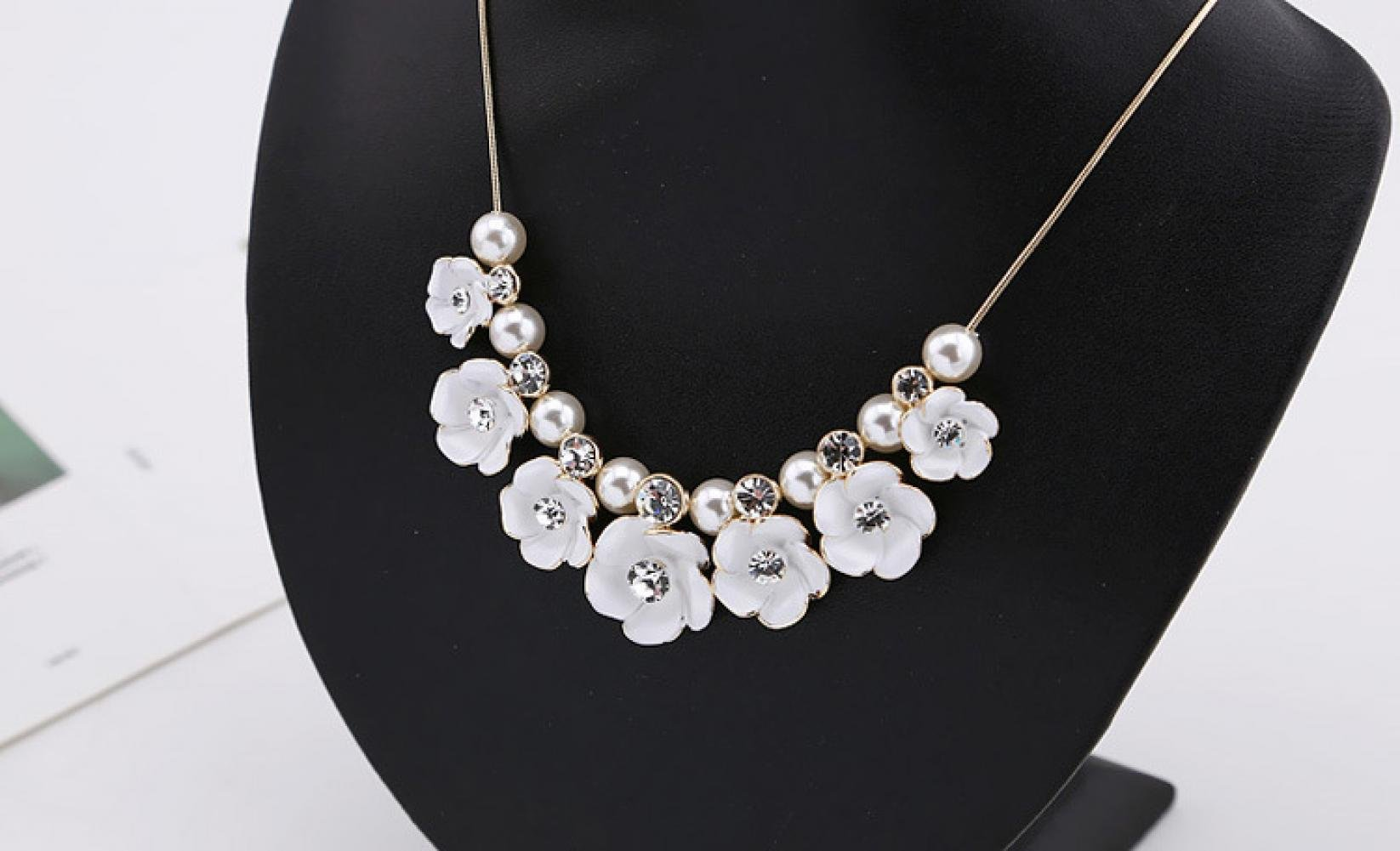 Anzona Fresh Elegant Flowers Pearl Necklace Lovely Short Jewelry Sweater Chain Female Clavicle Chain Dress Accessories