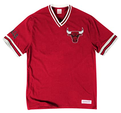 810037c6c Amazon.com   Chicago Bulls NBA Men s Overtime Win Vintage V-Neck T ...
