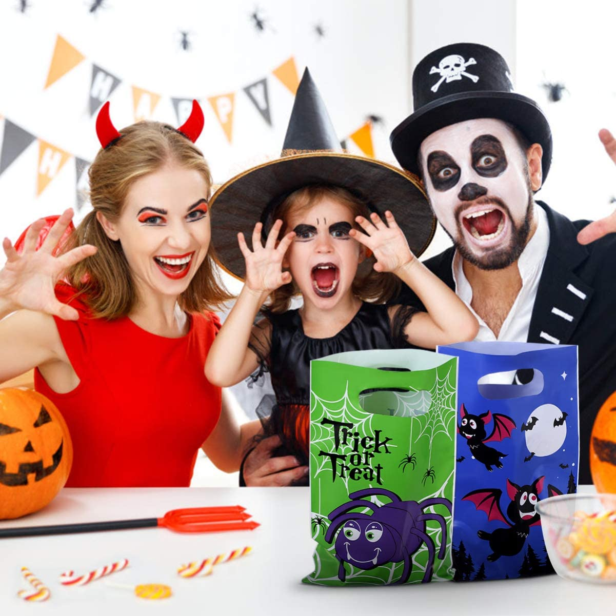 Halloween Trick or Treat Bags Halloween Candy Bags Plastic Goody Bags with Handle Halloween Party Favors 120pcs
