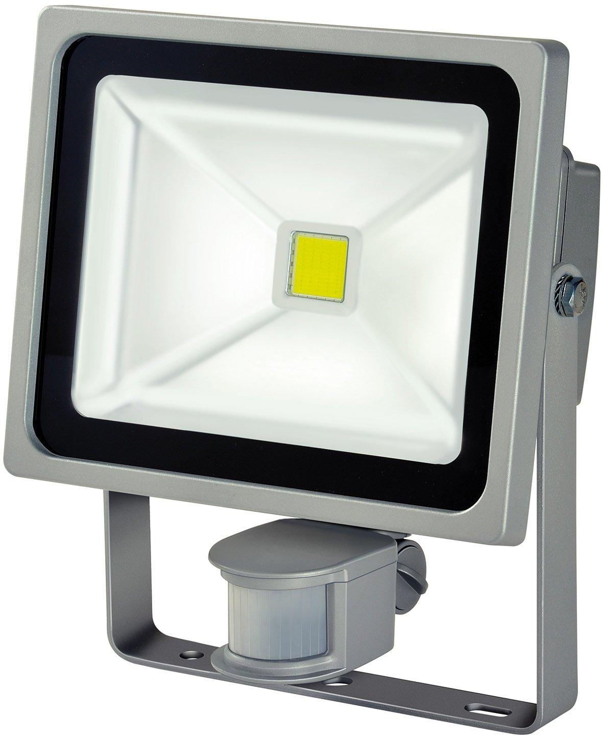 Brennenstuhl Chip-LED-Leuchte / LED Strahler mit Bewegungsmelder Infrarot für außen (Außenstrahler 30 Watt, LED Fluter Tageslicht, IP44) Farbe: silber [Energieklasse A] 1171250322