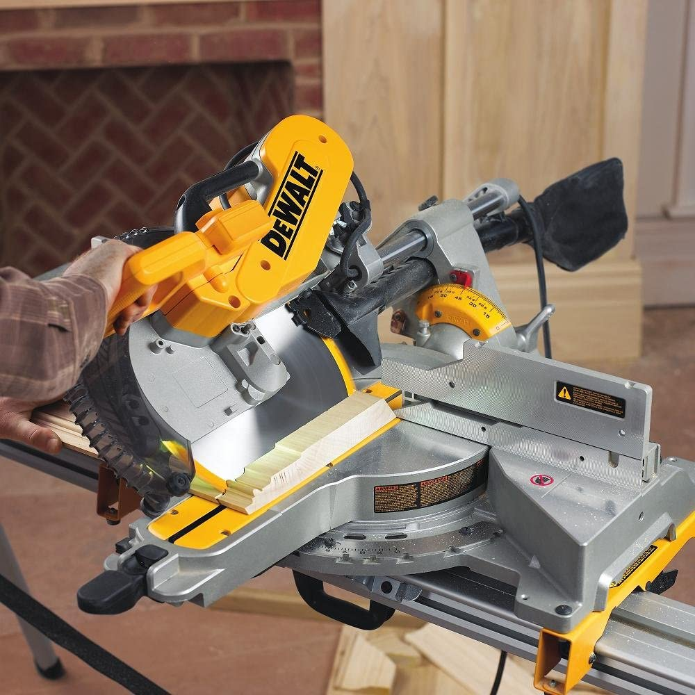 working with sliding compound miter saw