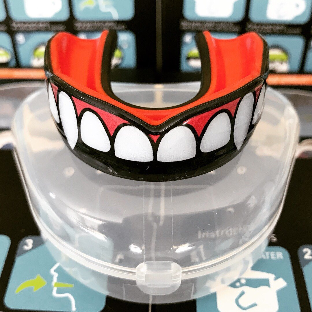 Oral Mart Fang Mouth Guard 2018 Premium Vampire/Fang Sports Mouthguard Karate, Boxing, Sparring, Taekwondo, Rugby (Vented Case)