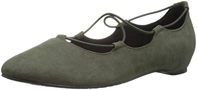 6d715c502860 Soft Style by Hush Puppies Women s Colleen Flat