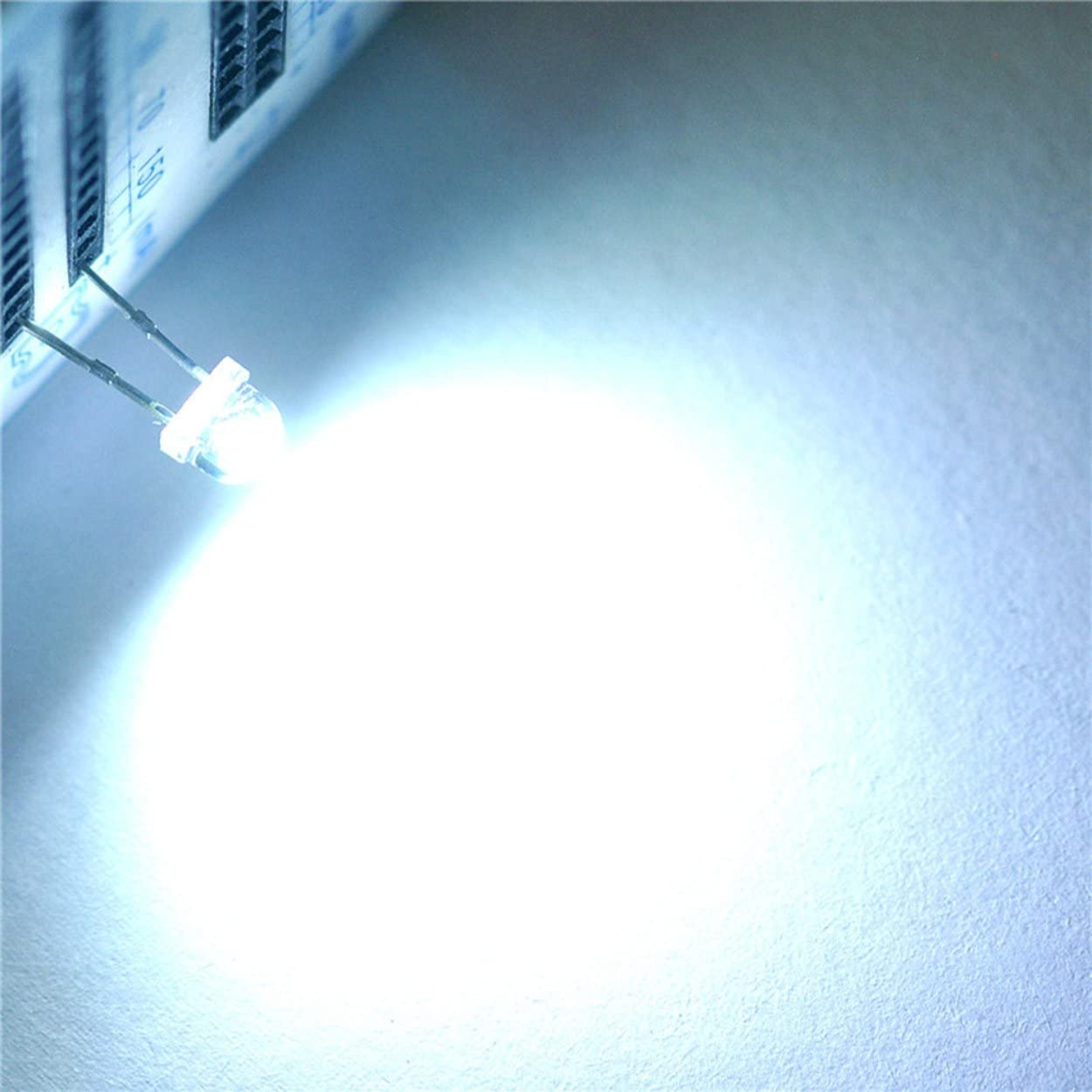 Lodenlli 100Pcs 5mm 2pin Redondo Blanco Ultra-Brillante L/ámpara de luz LED Diodos emisores L/ámpara de luz de Bombilla DIY 15000MCD