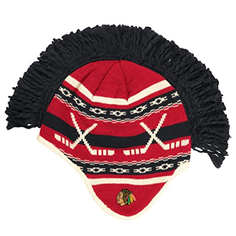 Amazon.com   Reebok Chicago Blackhawks NHL Spiked Mohawk Knit Hat ... b6a01cd632a