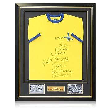 exclusivememorabilia.com Arsenal 1971 FA Cup ganadores Camiseta de fútbol firmada. En Marco de