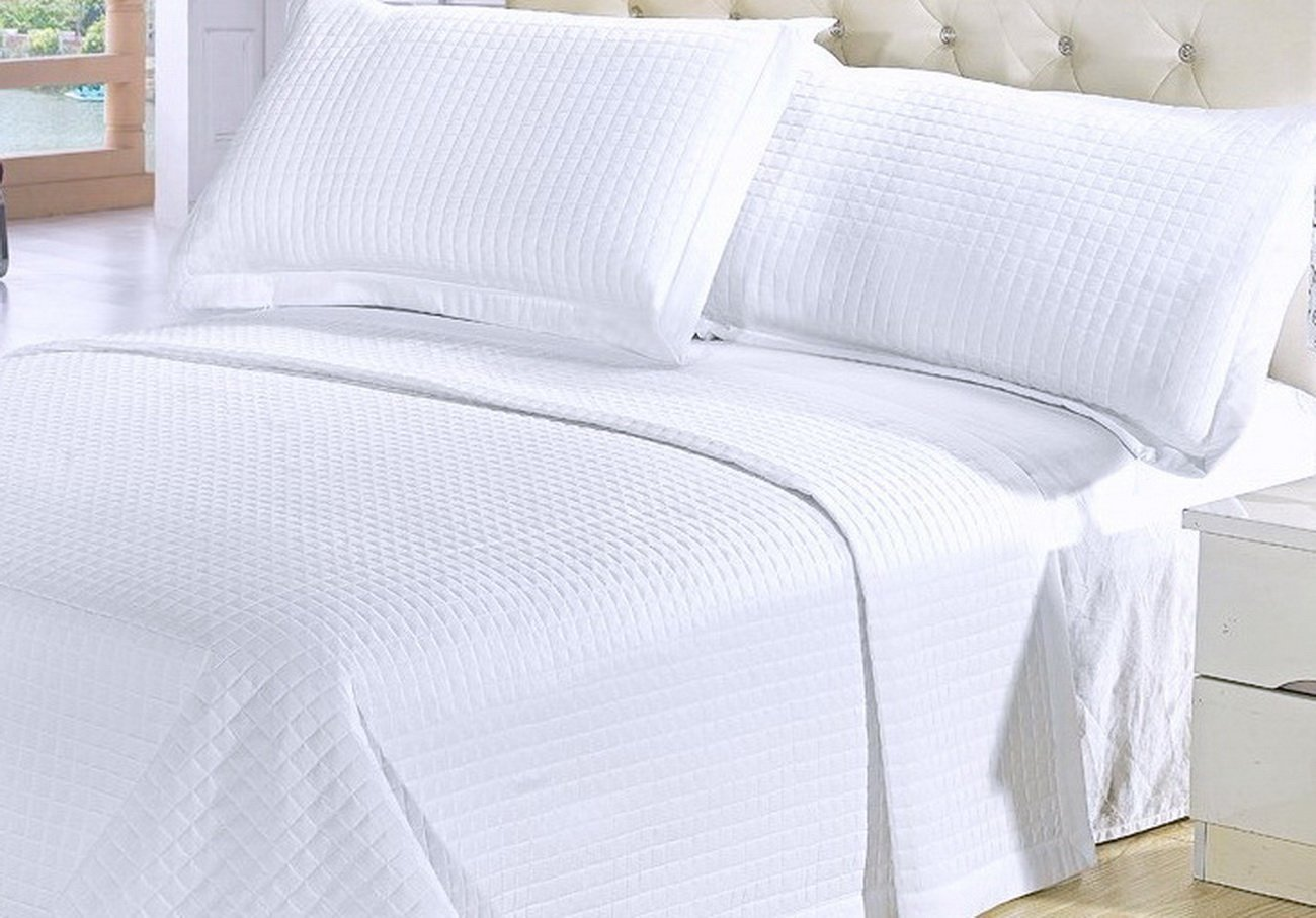 Amazon.com: Modern Solid White Quilt Lightweight Reversible Coverlet Set  King/Cal King Size: Home U0026 Kitchen