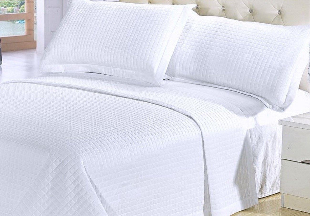 Amazon.com: Modern Solid White Quilt Lightweight Reversible ... : white quilt bedding - Adamdwight.com