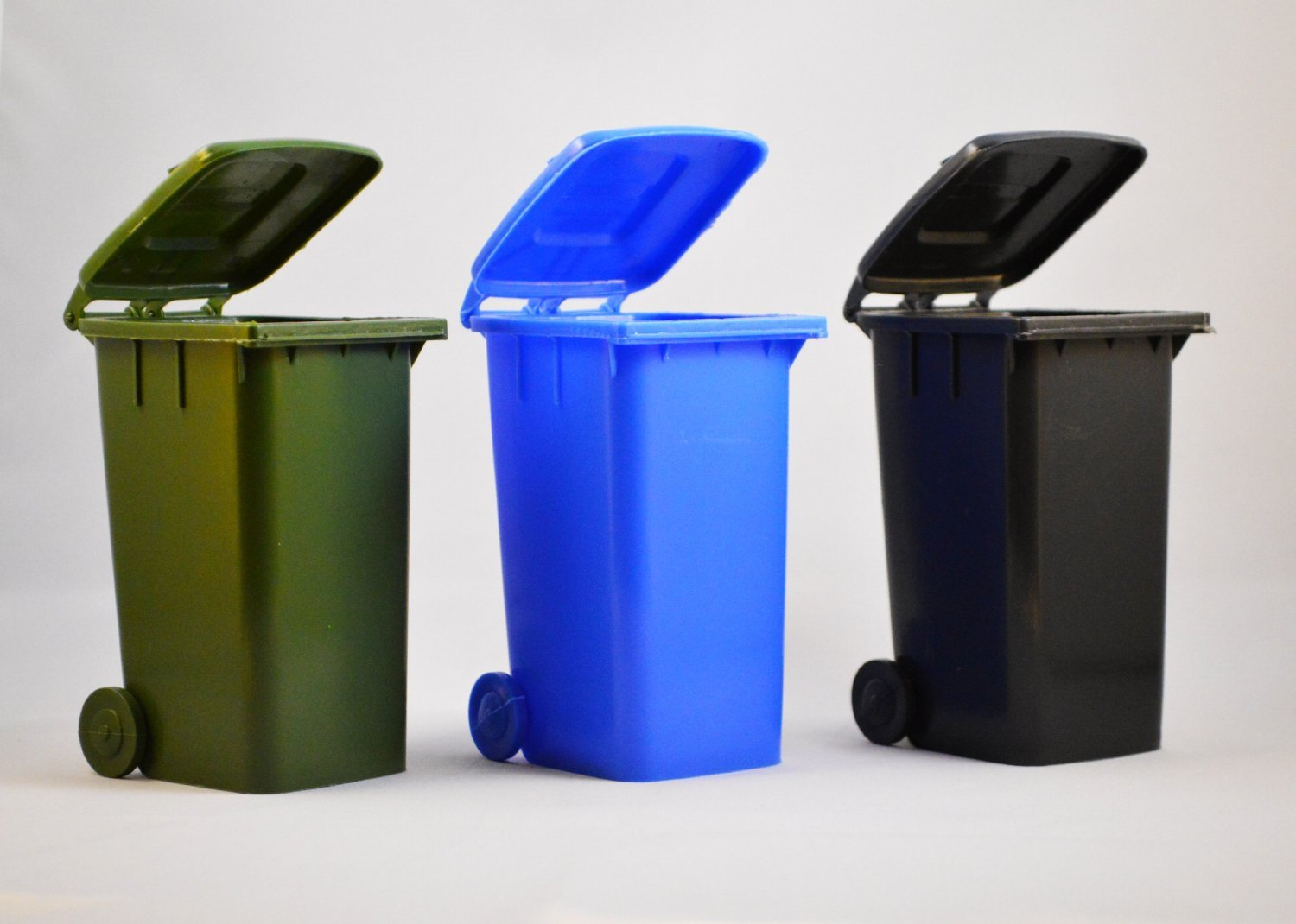 Best Paint To Use For Plastic Trash Cans