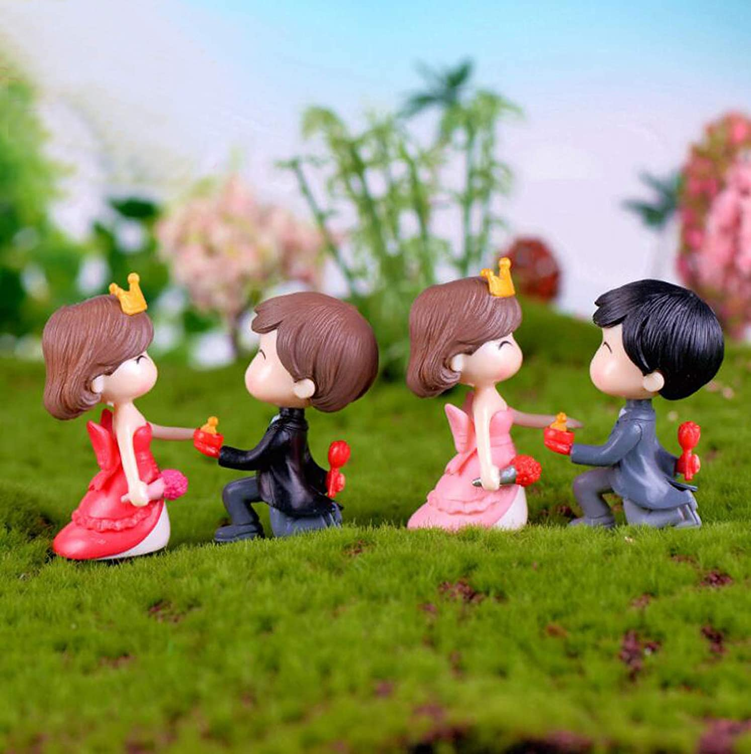 SweetGifts Propose Marriage Theme Bride and Groom Couple Figurines Miniatures Marry Me Ornaments Crafts Fairy Garden Bonsai Dollhouse 4PCS