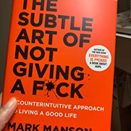 Amazon The Subtle Art Of Not Giving A F Ck A Counterintuitive Approach To Living A Good Life Manson Mark Self Help Psychology