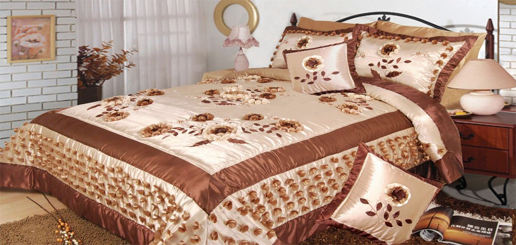 DaDa Bedding BM805 Meadow of Flower Polyester Patchwork 5-Piece Comforter Set, Queen/Full, Cream