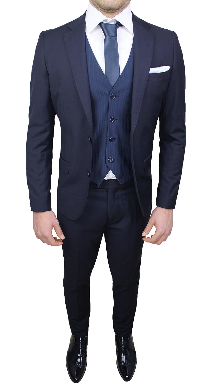 Abito completo uomo sartoriale blu elegante con gilet, cravatta e pochette in coordinato MT4032