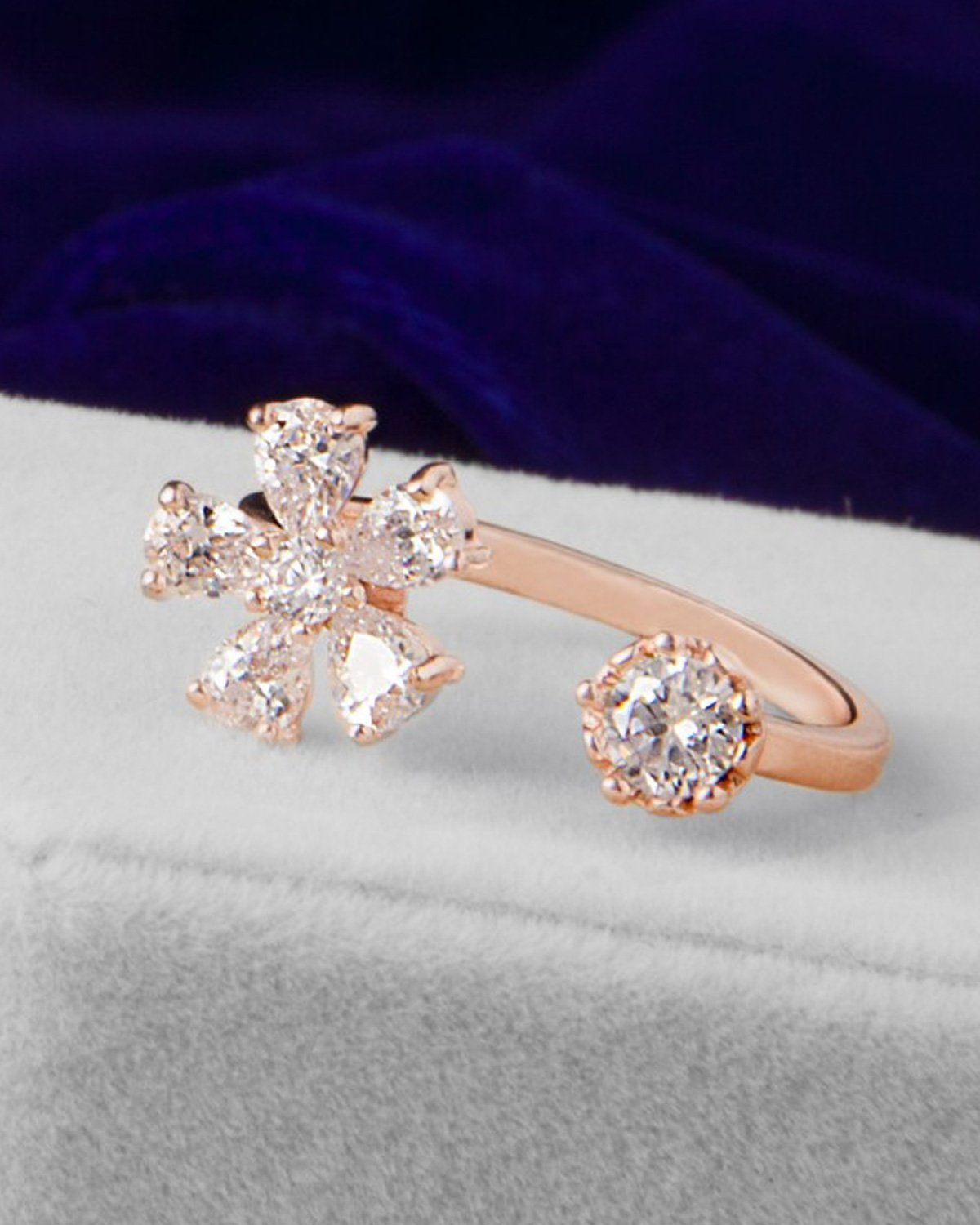 Young & Forever Women's Floral Odysey 18K Gold Daisy Zircon Crystal Exquisite Open Finger Ring