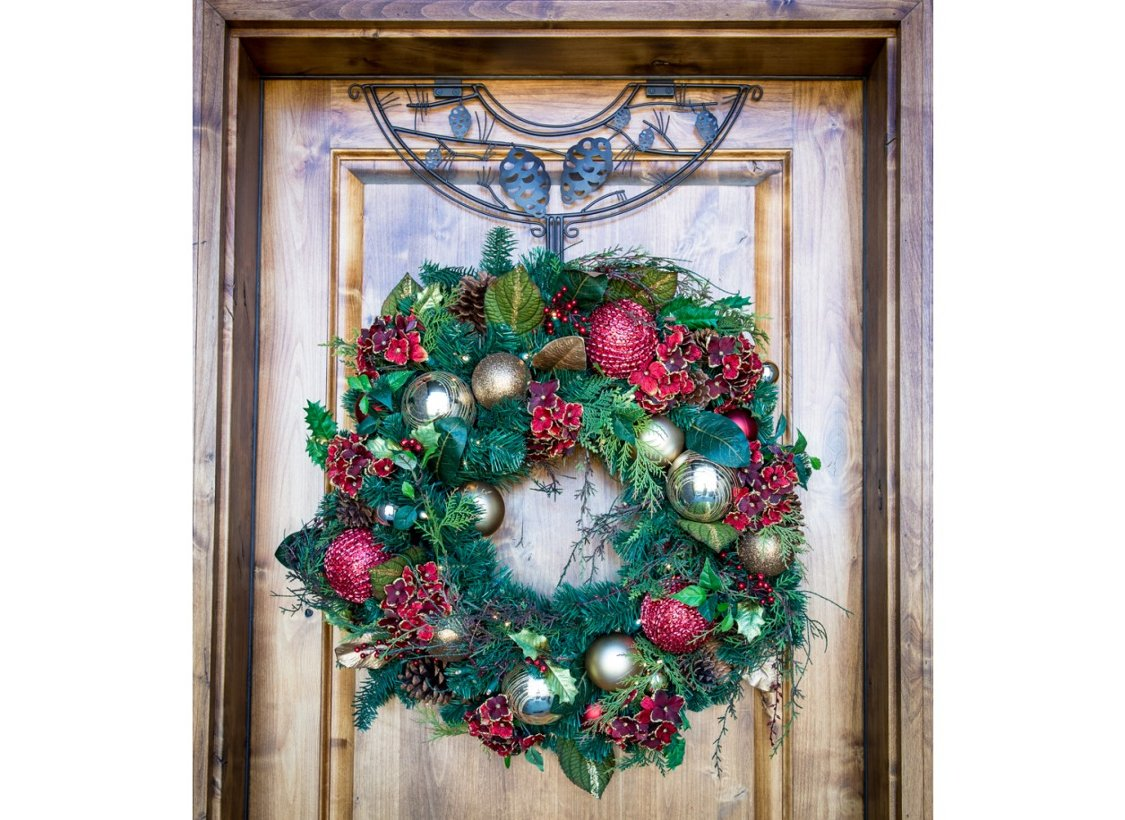 TreeKeeper 24'' Brown Pinecone Design Adjustable Decorative Christmas Wreath Hanger by TreeKeeper