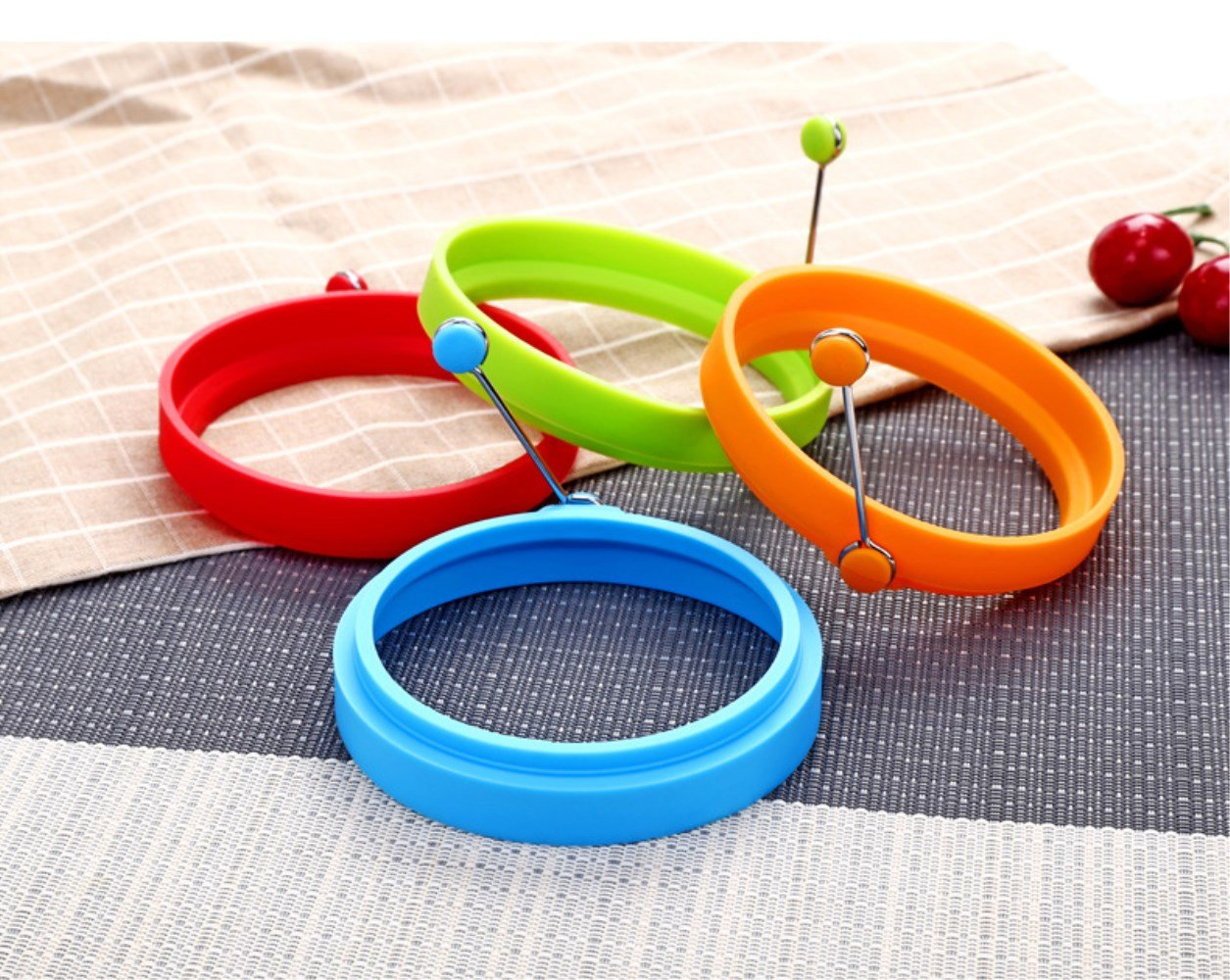 Silicone Egg Rings Non Stick Egg Cooking Rings Perfect Fried Egg Mold or Pancake Rings 4 Circles I DREAM Egg Ring