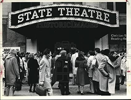 Amazon com: 1980 Press Photo Crowd line up at The State