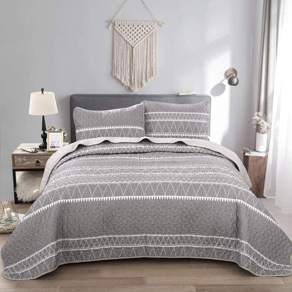 Grey Quilt Set King, Gray Striped and Triangle Pattern Printed Bedding Bedspread, Soft Microfiber Quilt Set Coverlet for All Season, 3 Pieces (1 Quilt + 2 Pillowcases) 90x103 inches
