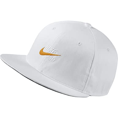 4c0a44c5e38 Nike Vintage Snapback Hat White  Orange Mens One Size  Amazon.co.uk   Clothing