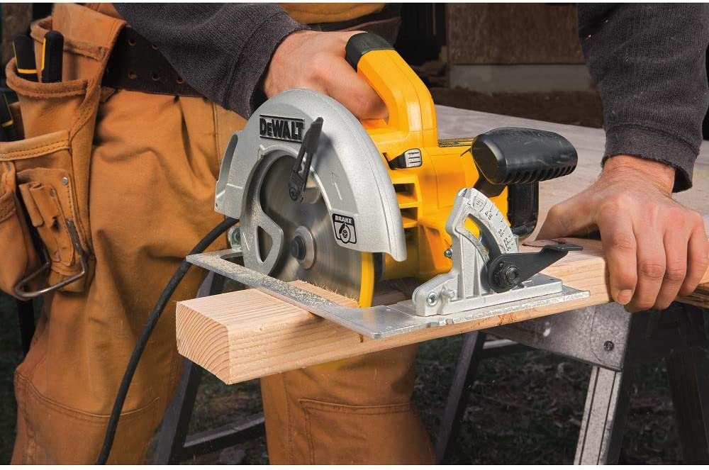 Corded vs Cordless Circular Saw – Which One Is Right For You?