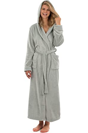 fe3b9d769d VEAMI Laurel Fleece Hooded Bathrobe