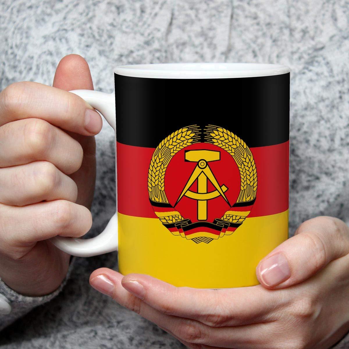 Tasse mit DDR Flagge