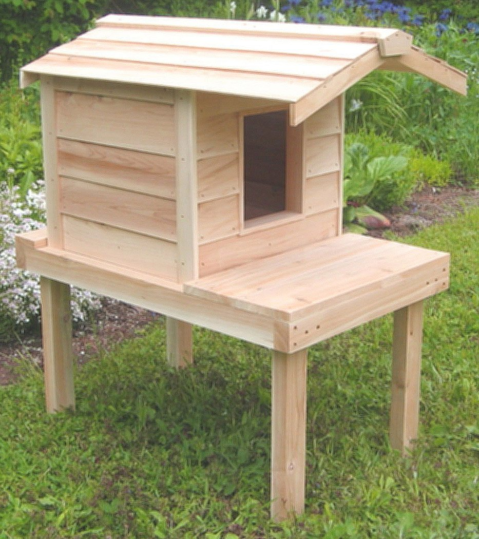 Outdoor Cat House with Lounging Deck & Extended Roof | Thermal-ply Insulation | Waterproof Shelter | Raised Platform | Cedar Construction