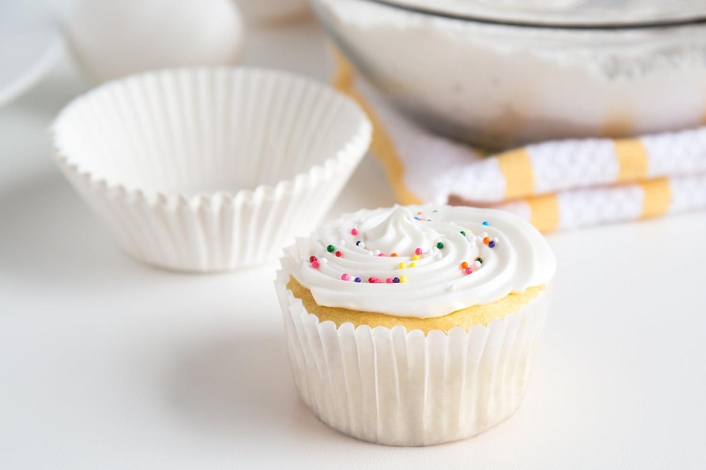 Fox Run 4910 White Bake Cups 50 Cups Standard