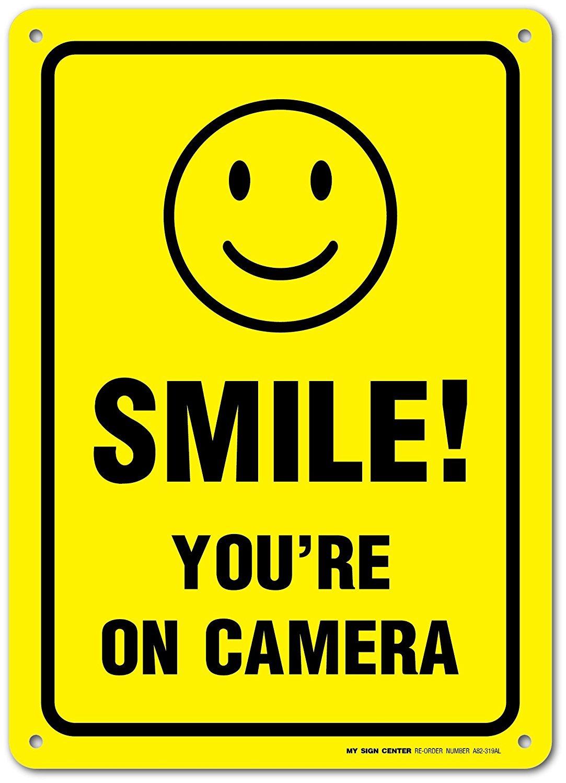 Amazon.com: Lindo sonrisa estás en cámara Cartel de chapa ...