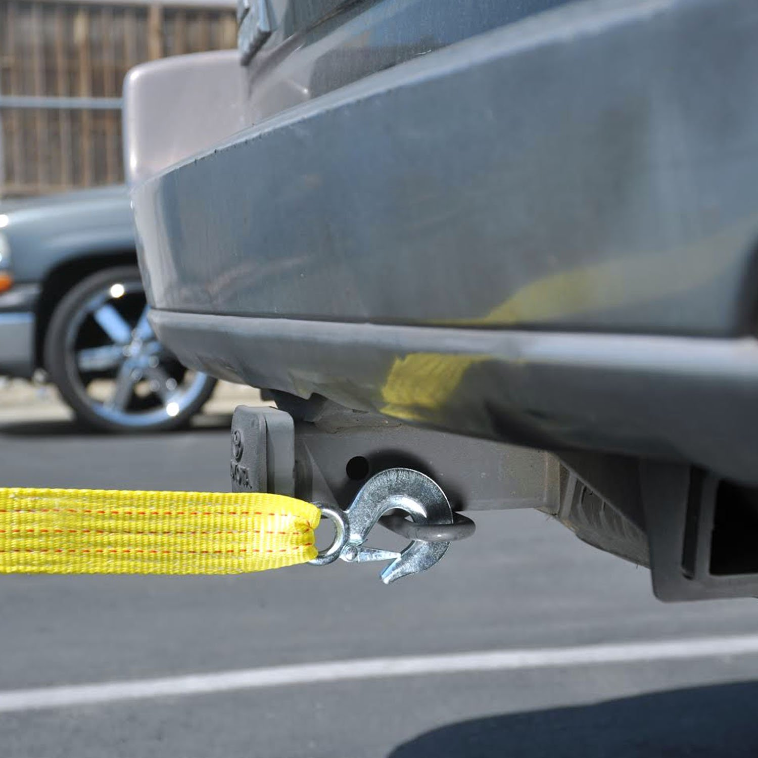 """Polyester 2/"""" x 20/' Neiko 51005A Heavy Duty Tow Strap with Safety Hooks 10,000 LB Capacity"""